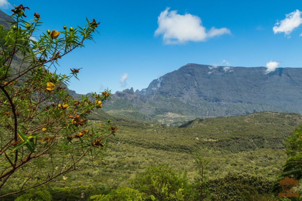 Le haut Mafate depuis le Col des Boeufs Grand Bénare mafate trek