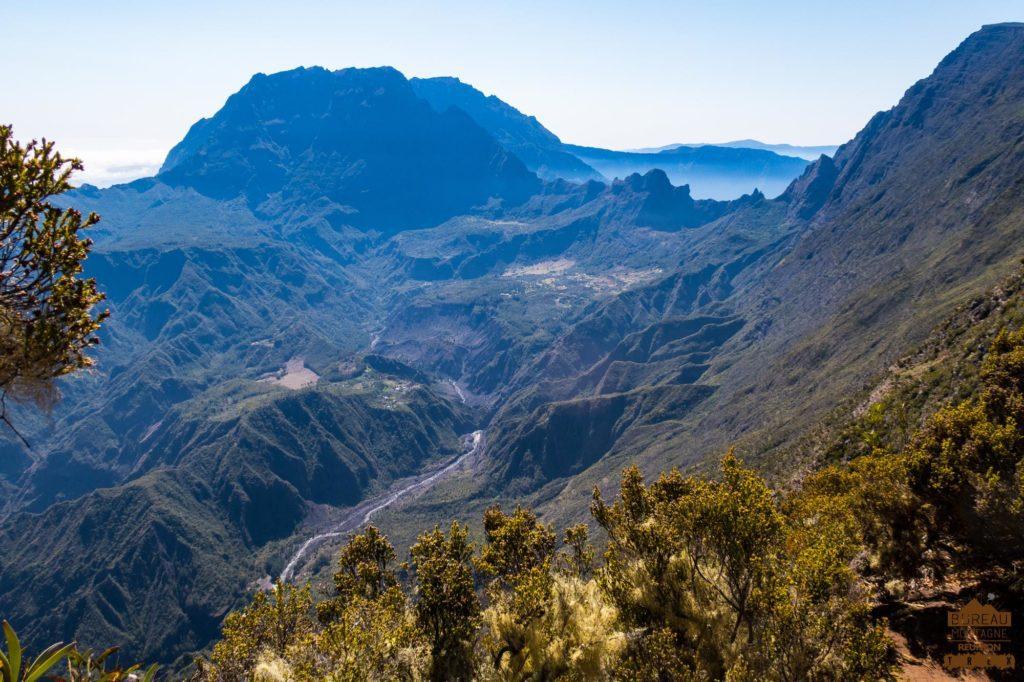 Vue panoramique du haut Mafate depuis le maïdo le col du Taïbit le Gros Morne trek la reunion