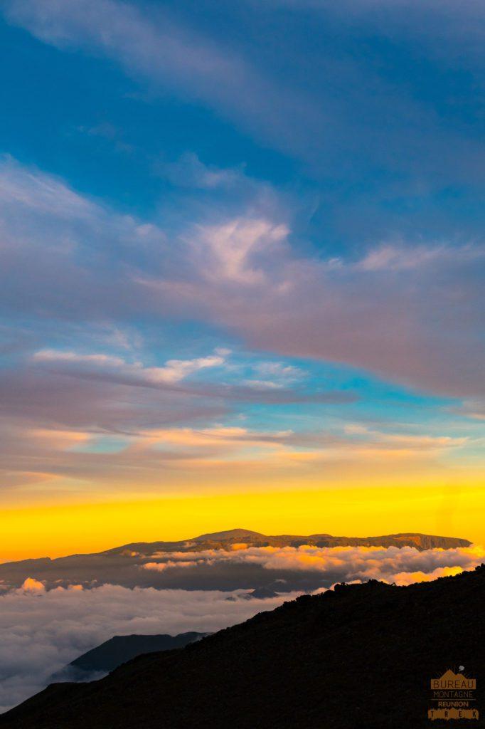 randonnée réunion trek agence GRR2 diagonale traversée coucher soleil piton neiges