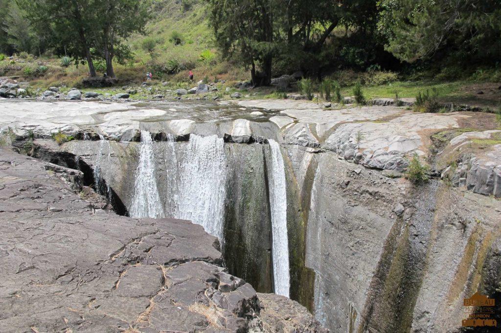 mafate randonnée réunion trek agence GRR2 diagonale traversée trois roche cascade