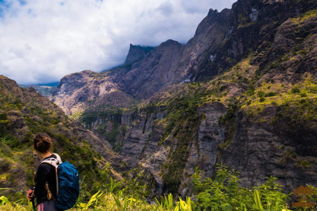 Panorama sur Mafate depuis Cayenne réunion guide randonneuse
