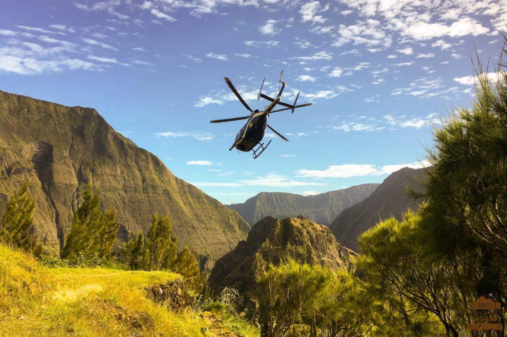 Hélicoptère dans Mafate trek réunion guide