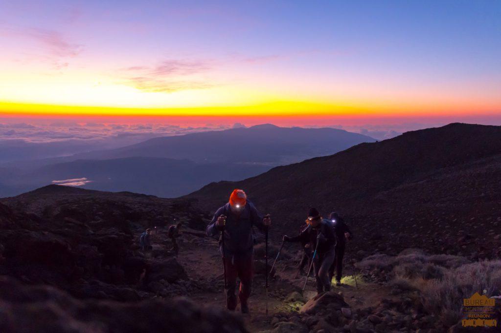 Ascension du Piton des Neiges réunion randonneur levé soleil guide