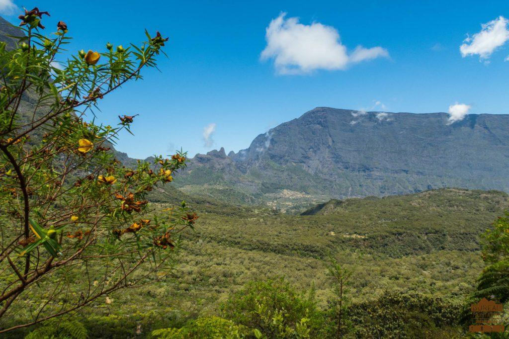 Vue sur Mafate depuis le col de fourche grand bénare taibit trek rando guide réunion