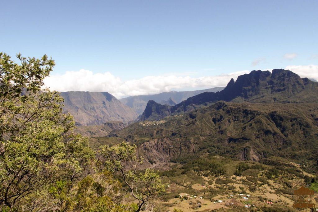 Le haut Mafate, ilet de Marla, vu depuis le Col du Taïbit gros morne piton calumet réunion trek