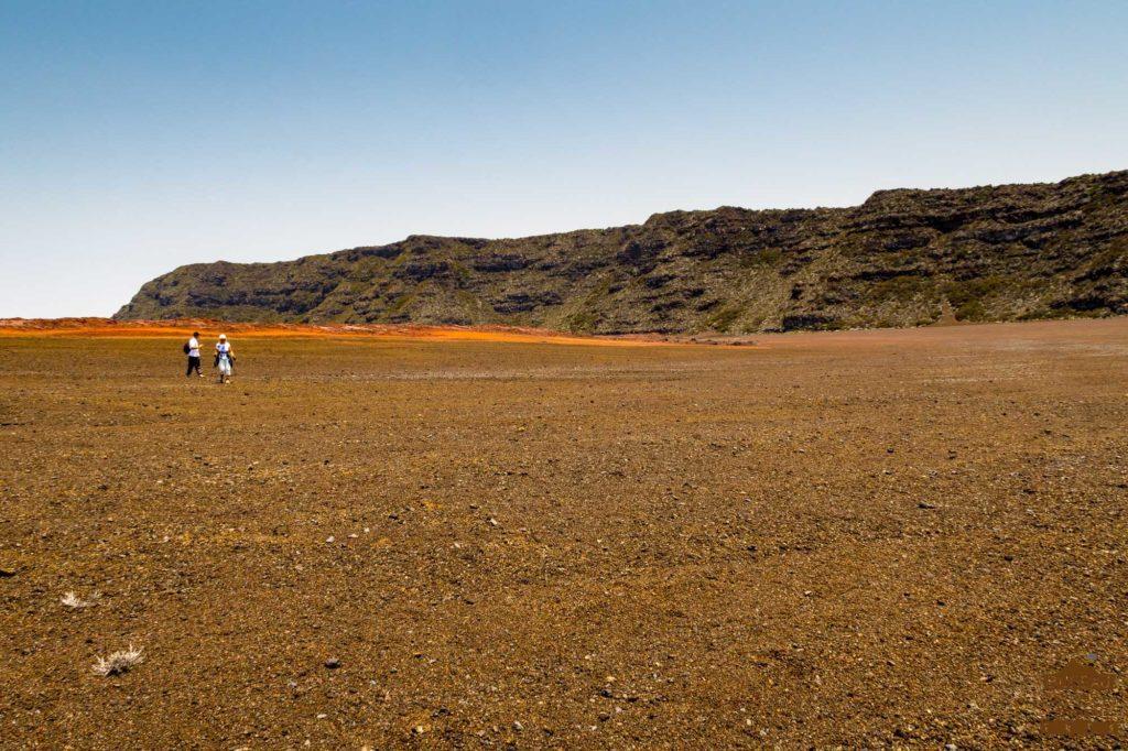 Hors-sentiers dans la Plaine des Sables piton fournaise trek guide réunion 974