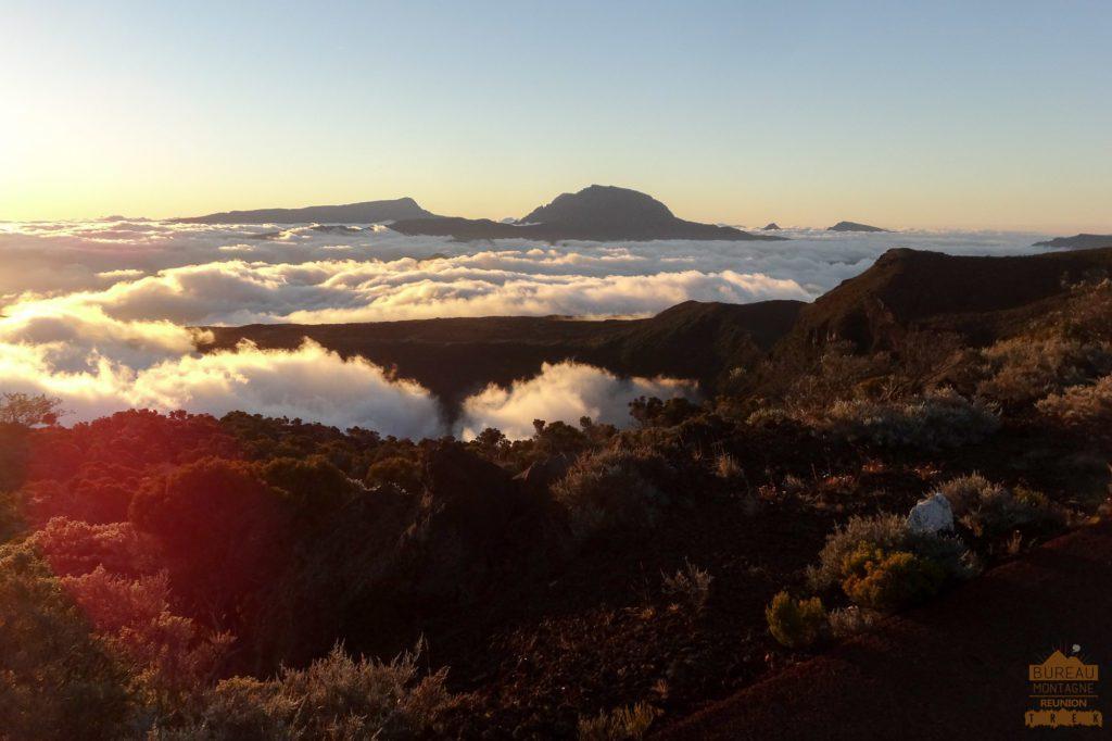 mer de nuage devant le Piton des Neiges réunion guide trek 974
